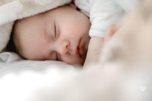 【寝ぐずりがひどい】放置OK?対策3日目に5分で入眠した方法